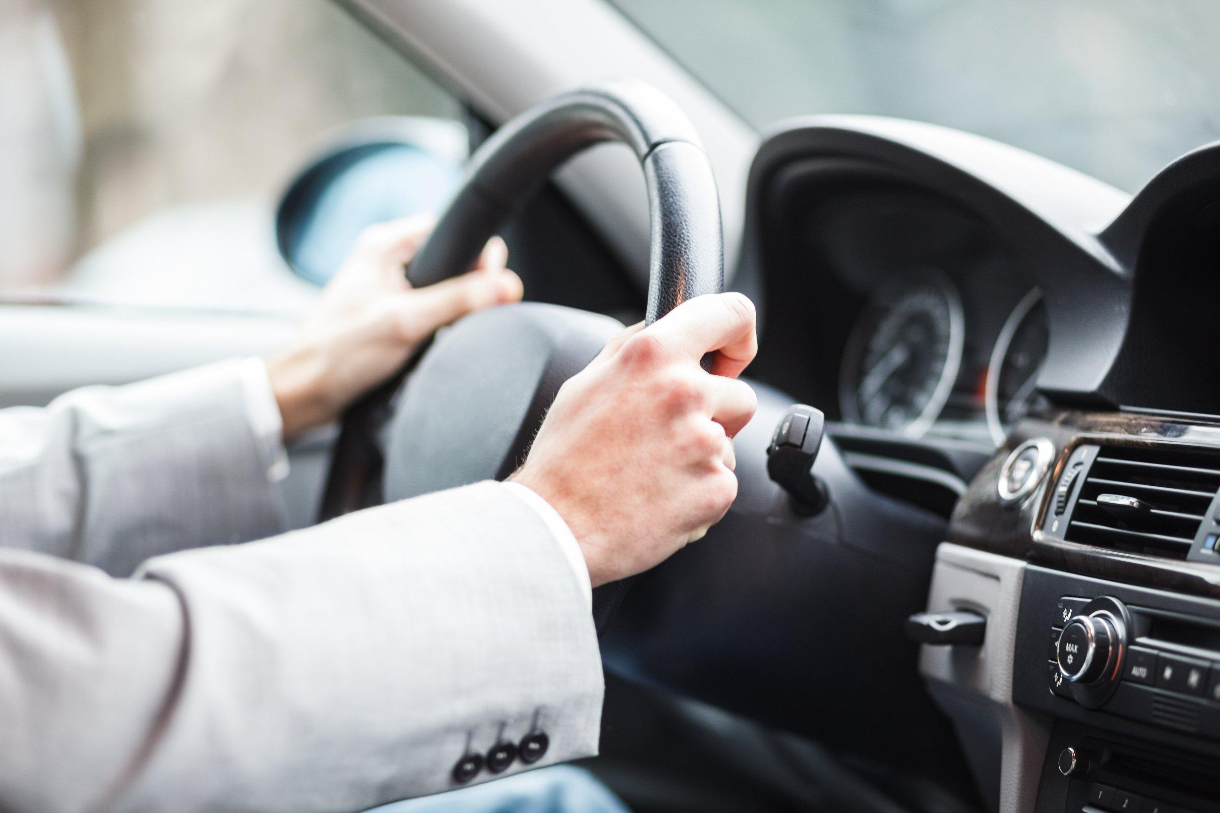 В Україні оновлюють водійські права і техпаспорт