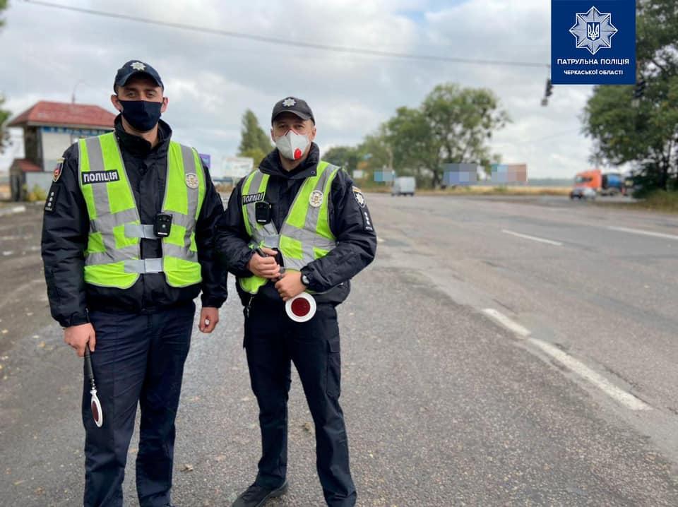 На виїзді з міста Черкаси інспектори проводили профілактичні бесіди з водіями (ФОТО)