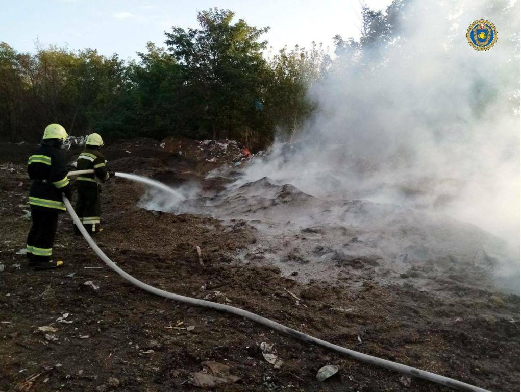 На Шполянщині рятувальники ліквідували пожежу на сміттєзвалищі