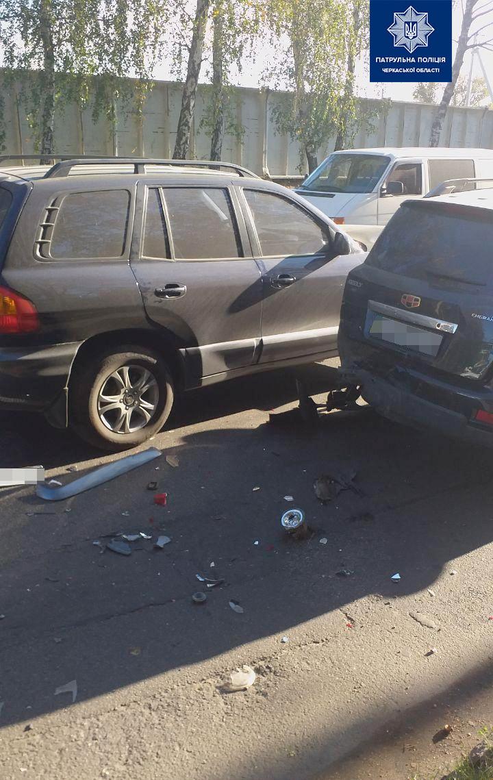 У Черкасах зіткнулися чотири автомобілі