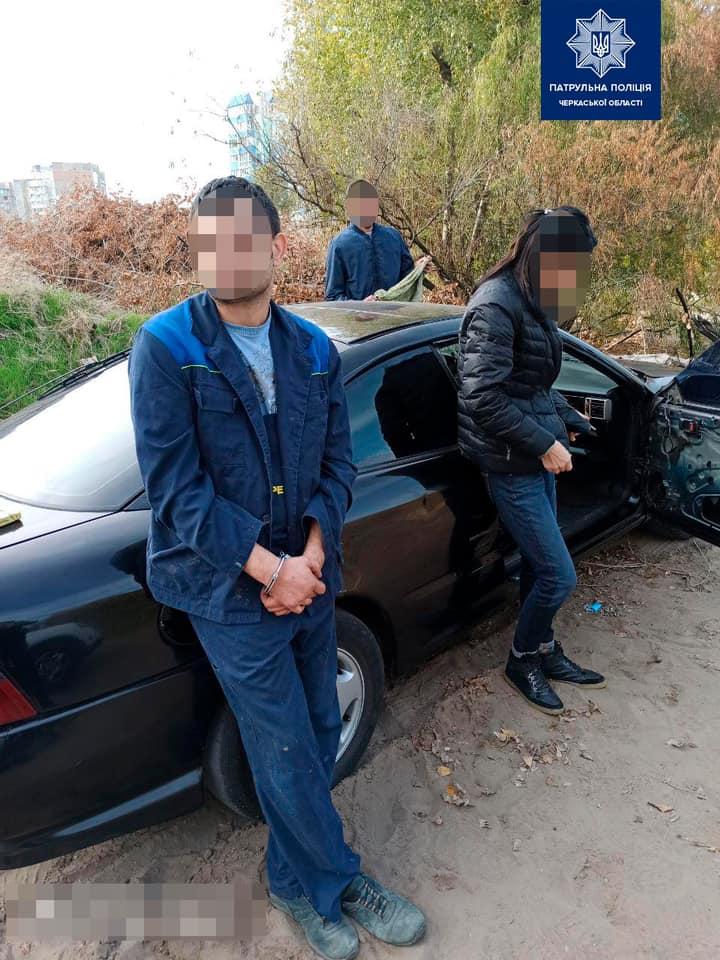 У Черкасах патрульні виявили групу осіб з наркотиками