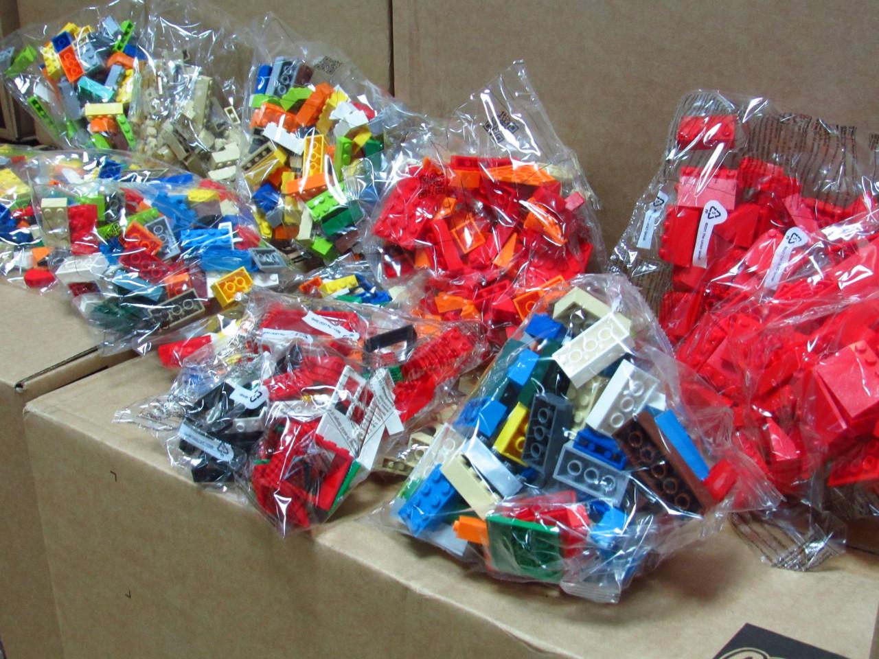 В області перші класи отримали майже 980 ігрових наборів «LEGO Play Box»