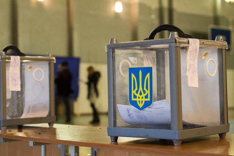 Спостерігачі фіксують порушення процедури підрахунку голосів на Черкащині