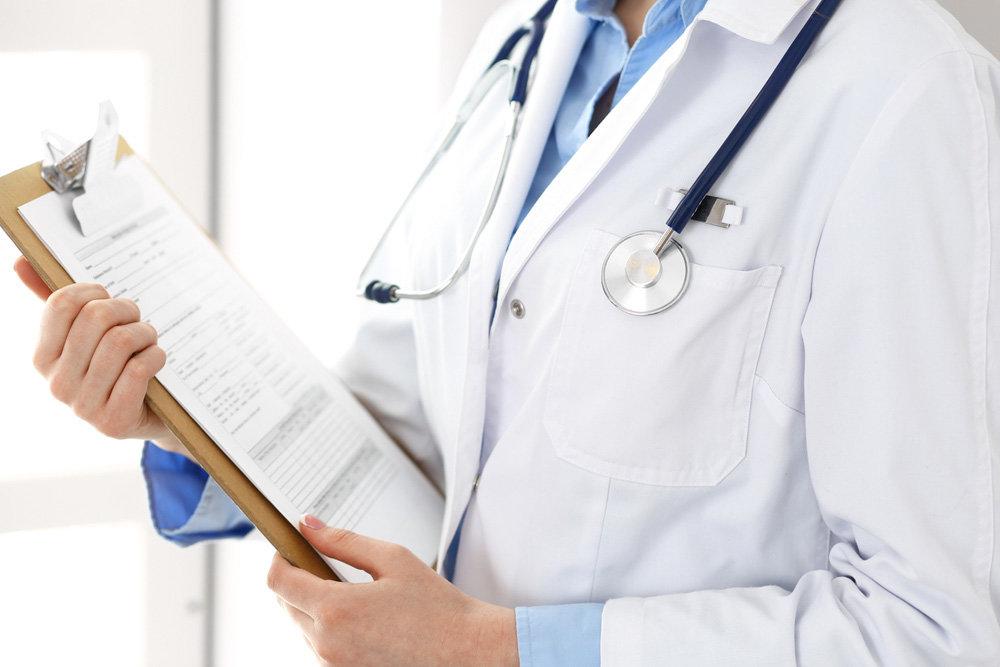 Медикам, які працюють із хворими на COVID-19, виплатили 7,8 млн грн