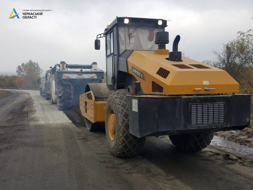 У Городищенському та Корсунському районах відновлюють дороги на двох ділянках