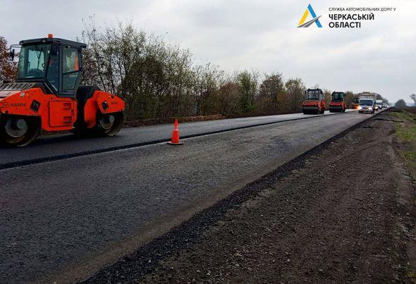 На Корсунщині продовжують ремонтувати дорогу
