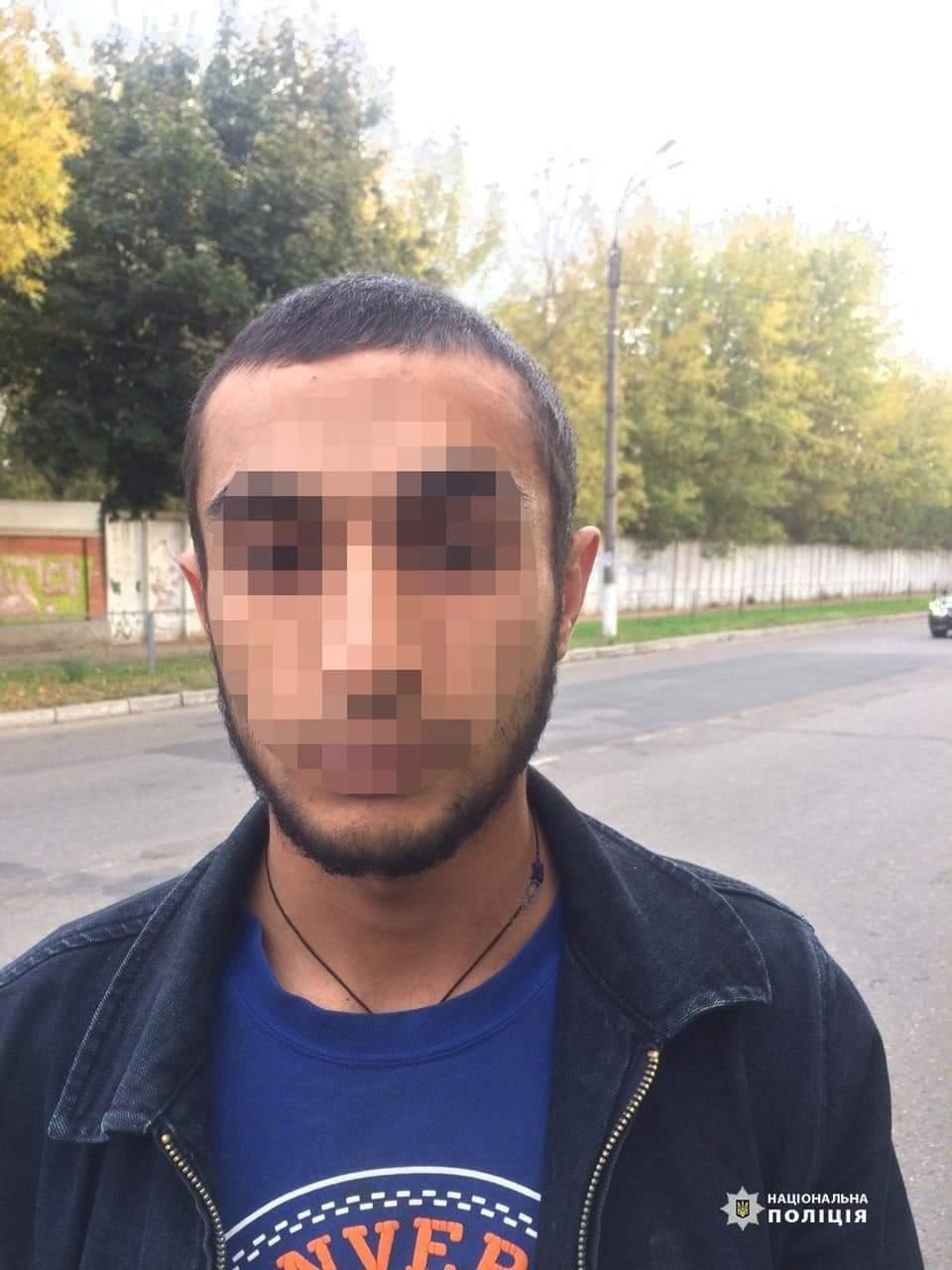 Поліцейські Сміли викрили двох грабіжників, які напали на місцевого чоловіка