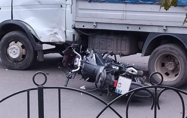 У Черкасах мотоцикліст зіткнувся із «Газеллю» (ФОТО)