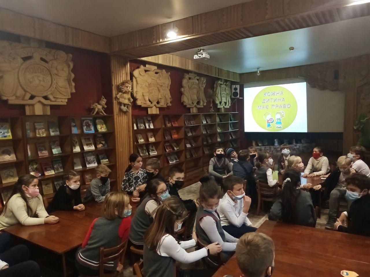 Черкаські школярі позмагались у правознавчому турнірі (ФОТО)