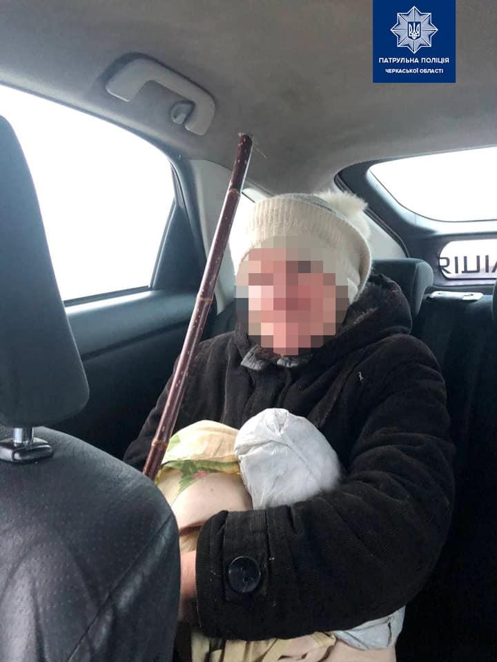 Черкаські патрульні виявили на дамбі жінку, яка хотіла покінчити з собою