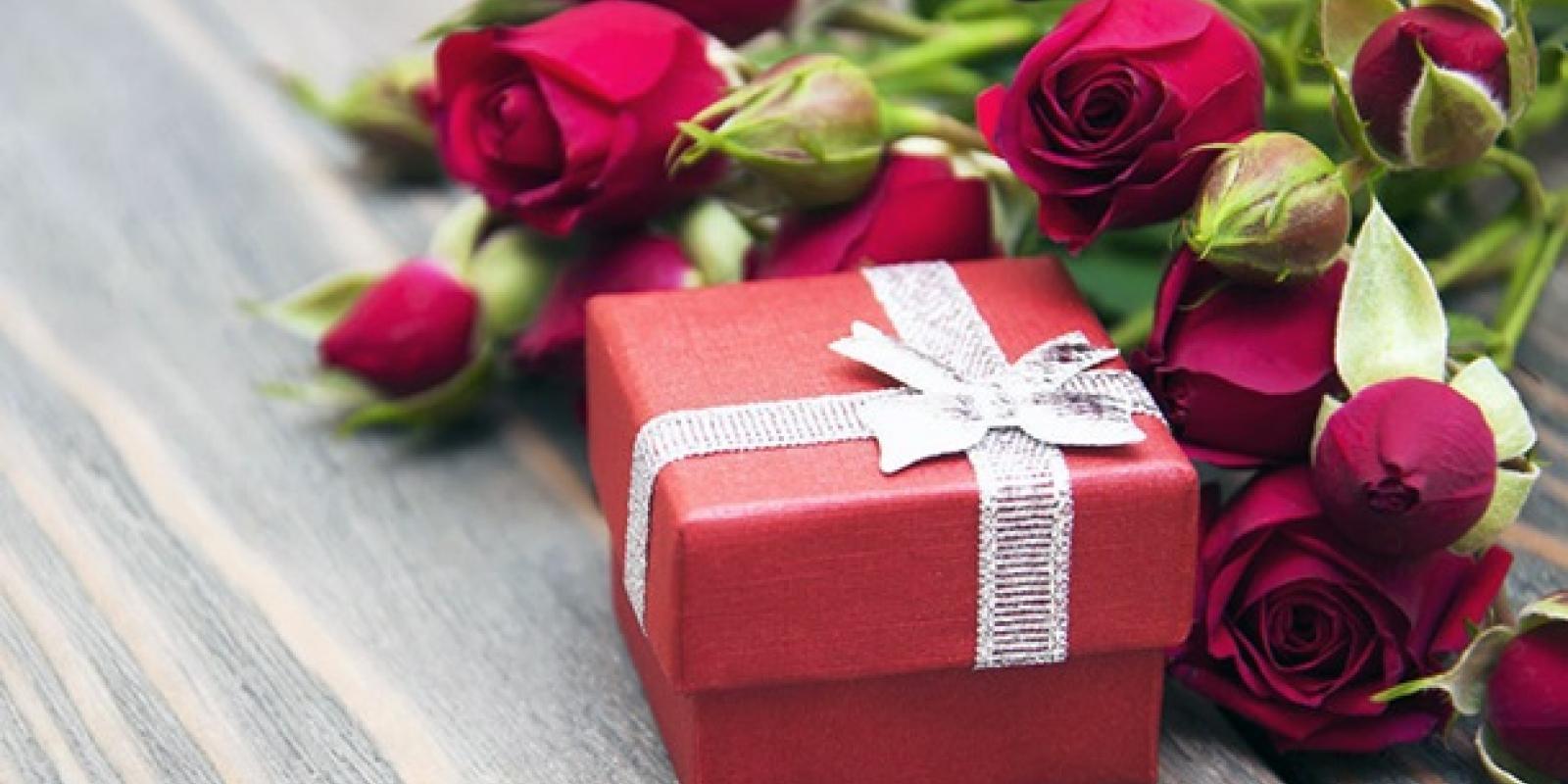 Ідеї корпоративних подарунків для клієнтів на 8 березня