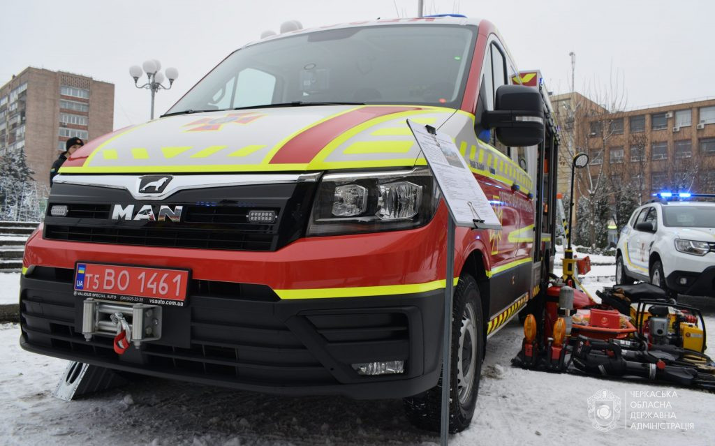 У Черкасах рятувальникам передали нову спецтехніку