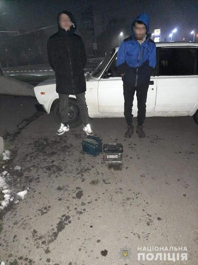 У Черкасах затримали двох правопорушників, які крали речі із авто