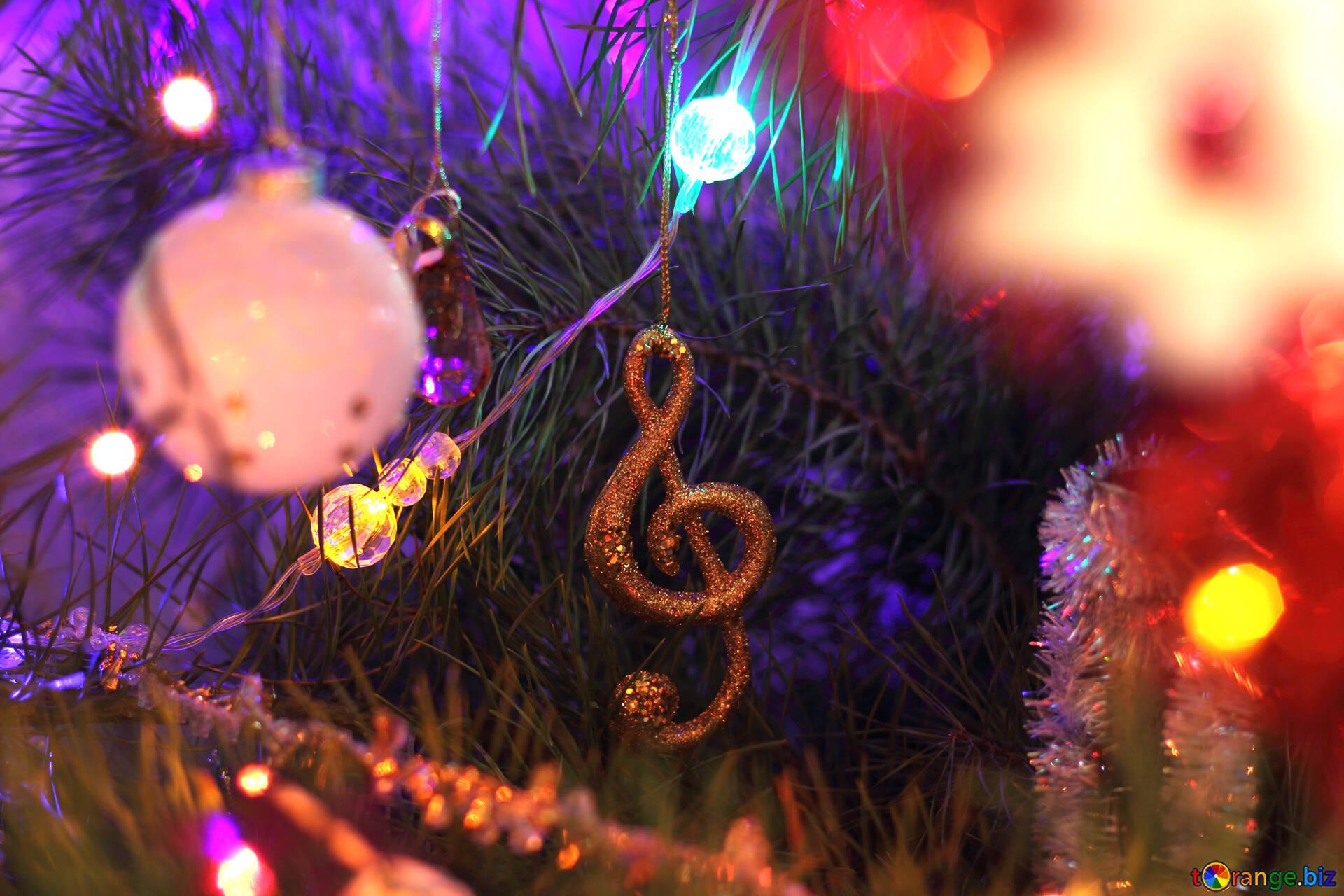 Добірка атмосферних пісень: створюємо новорічний настрій
