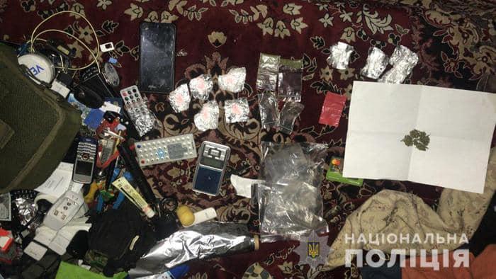 У Черкасах затримали наркоторговців, які щомісяця збували товару на 2,5 млн гривень (ФОТО)