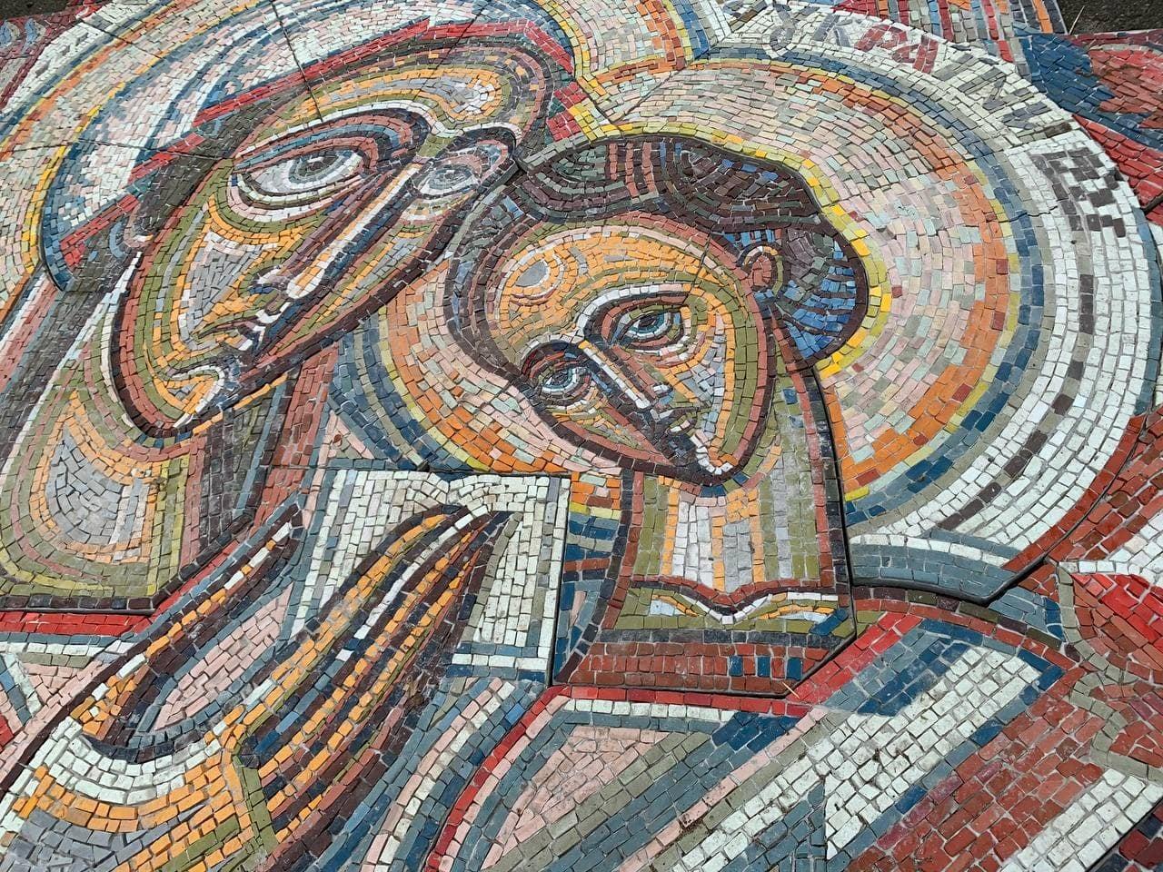 Унікальну мозаїку 30-річної давнини реконструюють на Черкащині