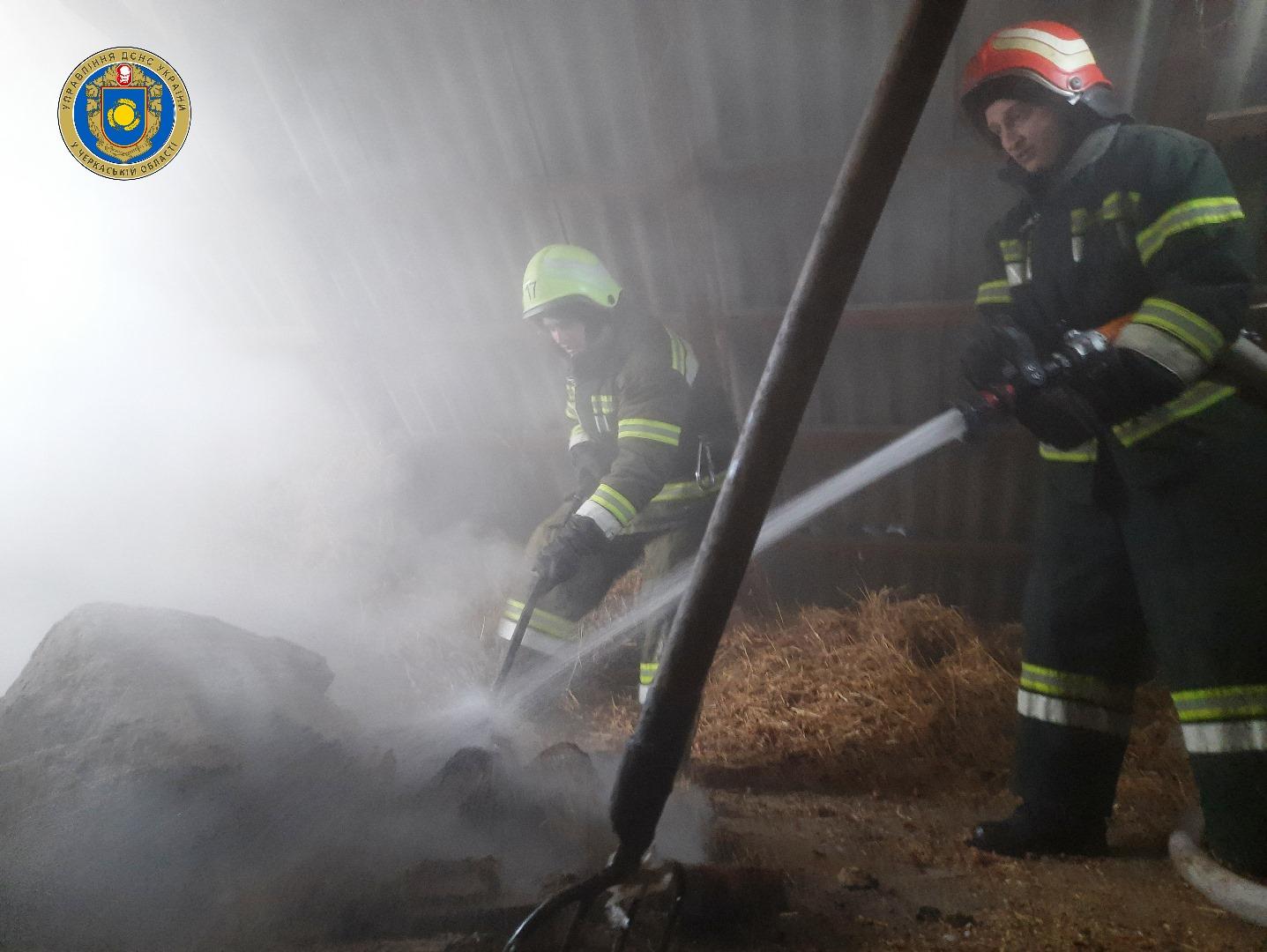 На Черкащині рятувальники ліквідували пожежу на горищі житлового будинку