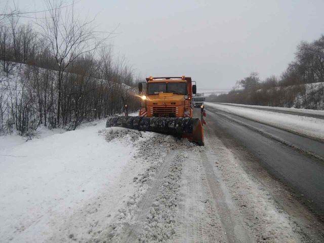 Понад п'ять тисяч тонн протиожеледної суміші використали для доріг Черкащини