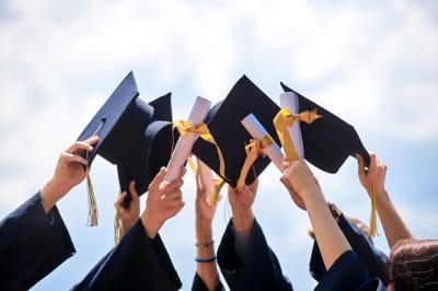 Студенти українських вишів не отримуватимуть червоні дипломи