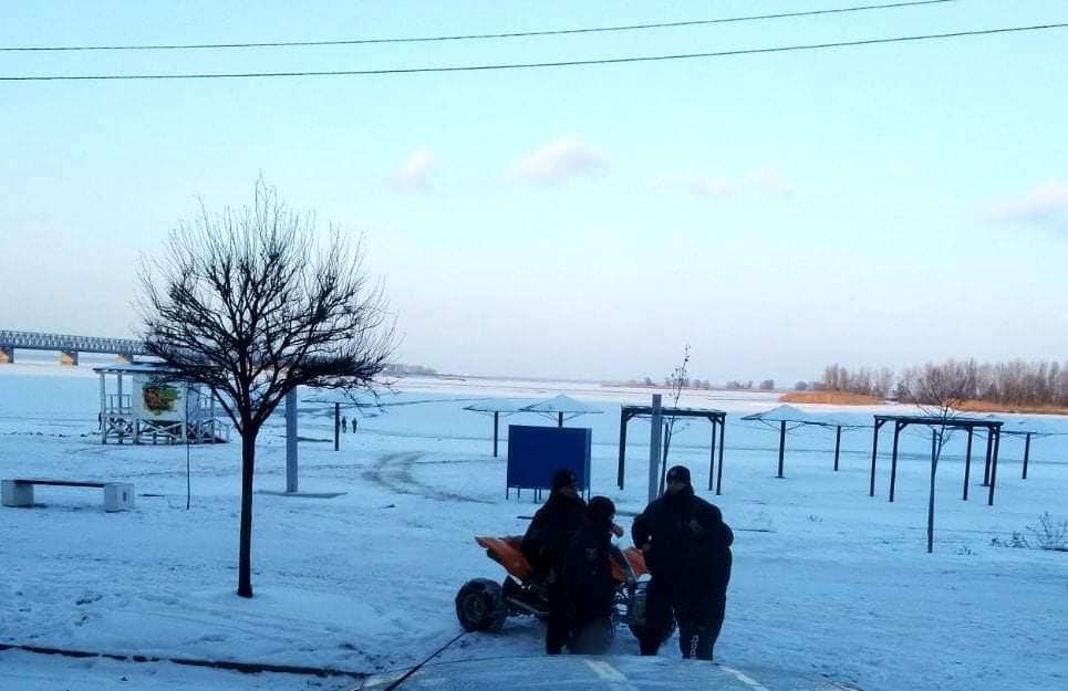 Двоє дітей провалилися під лід у Черкасах