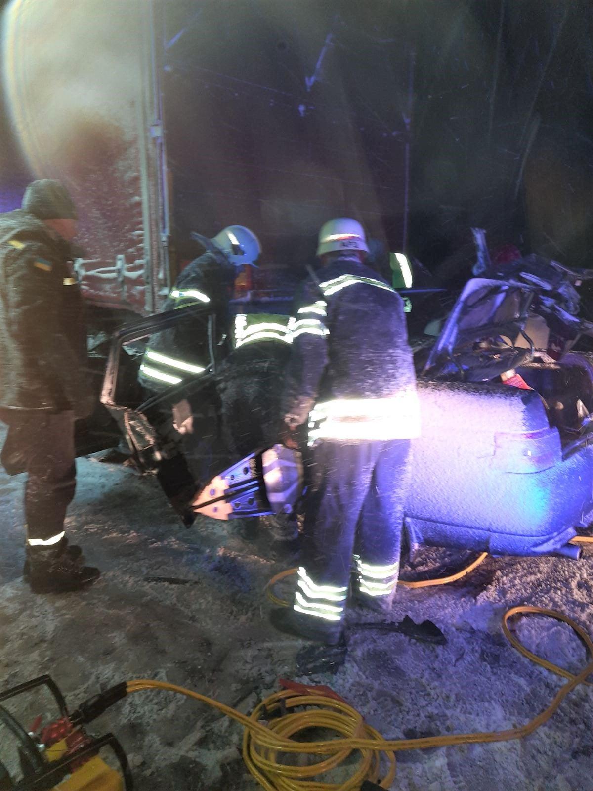 У нічній ДТП на черкаській дамбі травмувалося троє людей