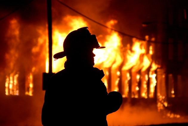 На Кам'янщині врятували чоловіка під час пожежі