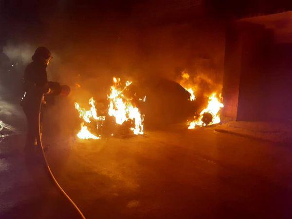 У Черкасах під час стоянки загорівся автомобіль (ВІДЕО)