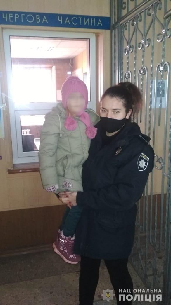 У Звенигородці поліцейські повернули додому 7-річну дівчинку, яка заблукала в місті