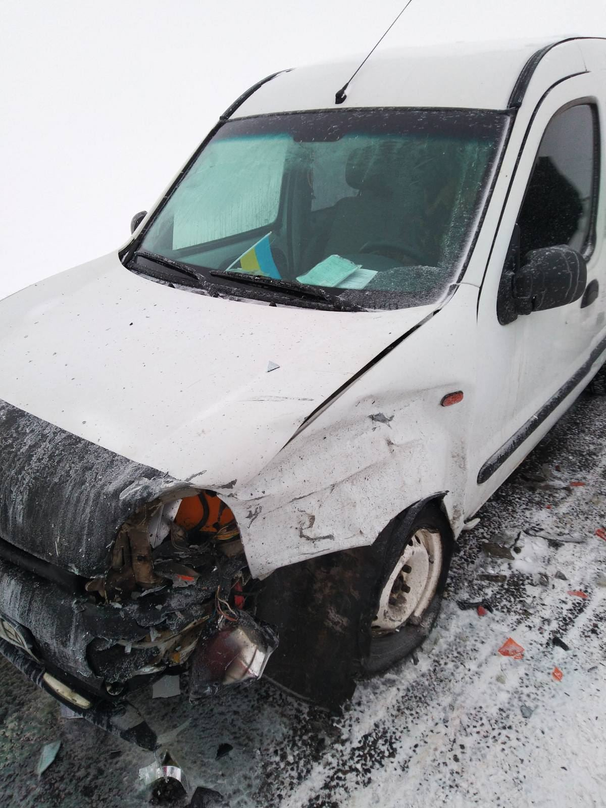 Шість постраждалих і одна смерть: черкаські медики рятували постраждалих в ДТП під час негоди (ФОТО)