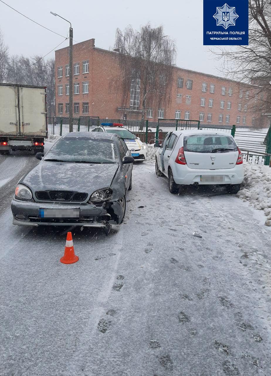 У Черкасах чоловік втік з місця ДТП, залишивши свій автомобіль