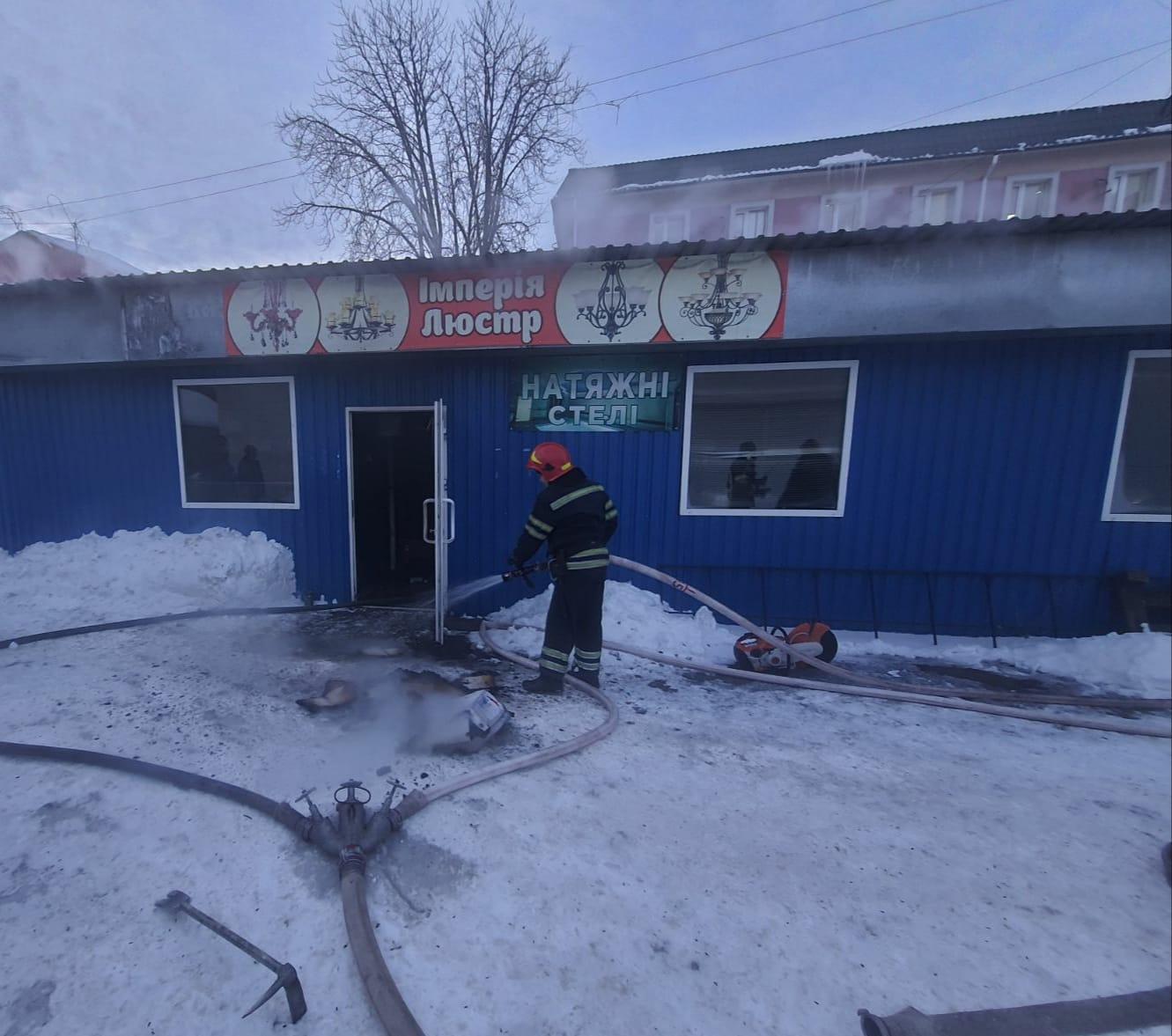 Рятувальники ліквідували загоряння черкаського магазину
