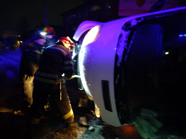 У Черкасах перевернувся мікроавтобус: один чоловік загинув, ще один тяжко травмований