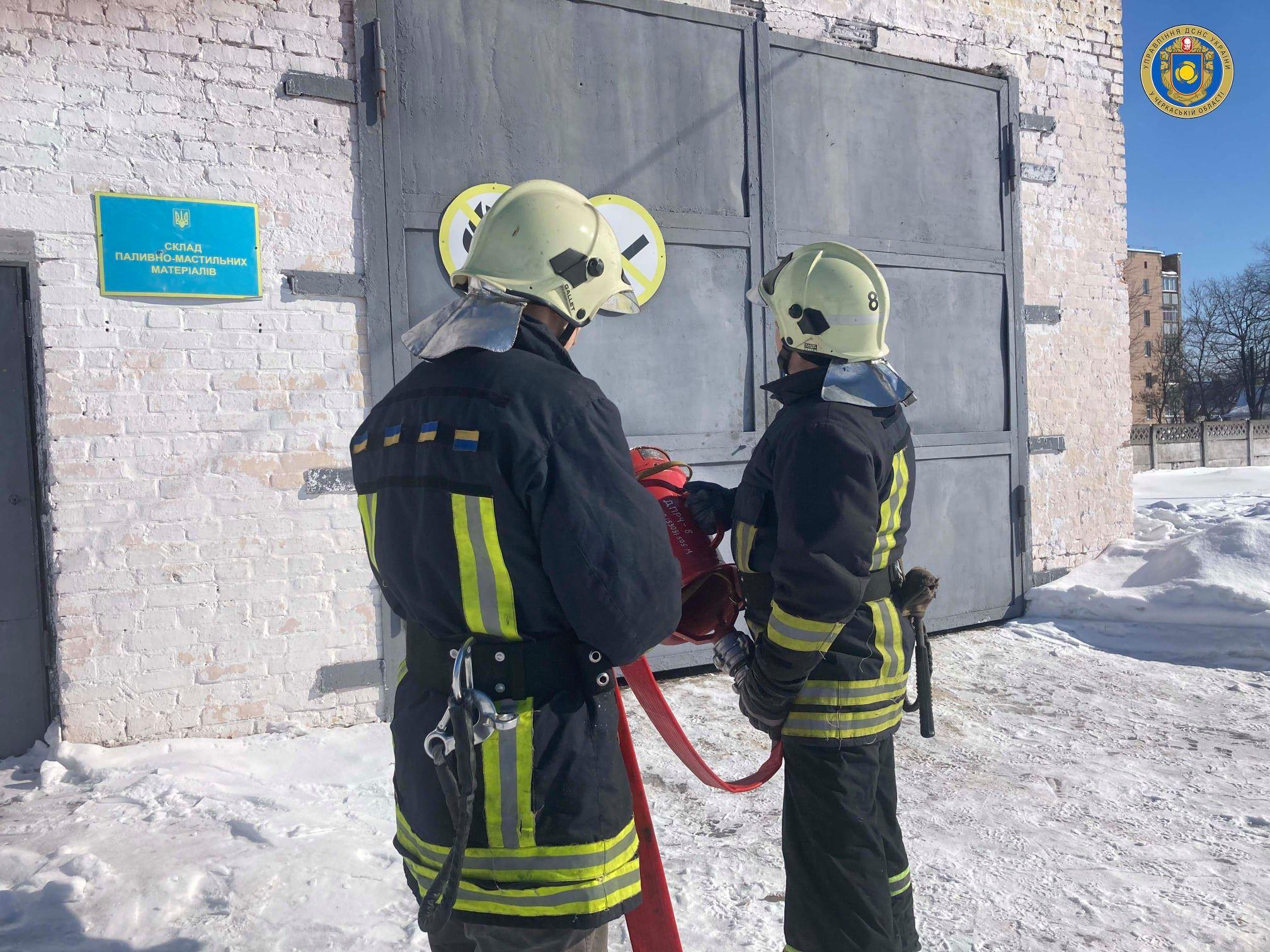 Рятувальники провели навчання з гасінням легкозаймистих речовин
