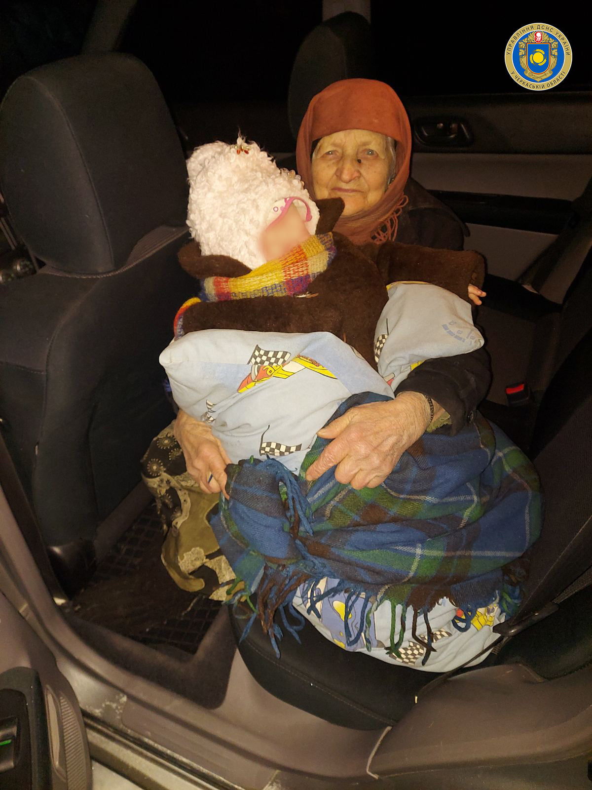 На Канівщині вогнеборці врятували бабусю з онучкою