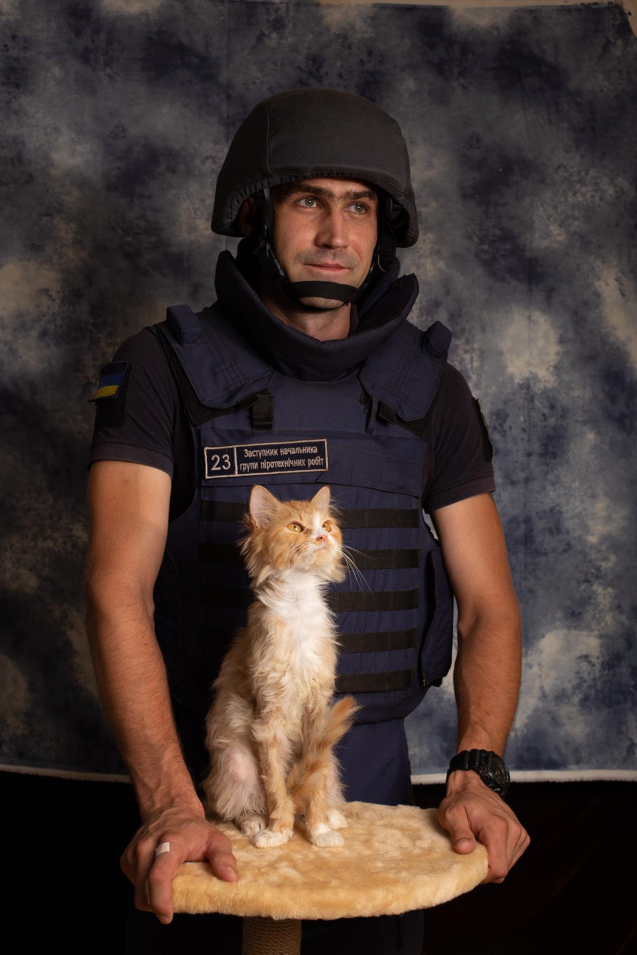 Рятувальники та котики: у Черкасах відбулась благодійна фотосесія