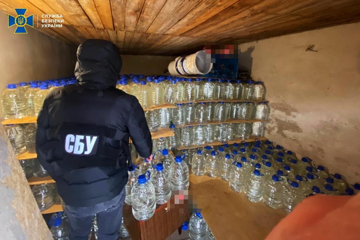На Черкащині СБУ попередила збут контрафактного алкоголю на понад 2 млн грн