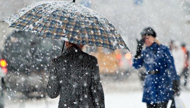 Невеликий мокрий сніг та ожеледь: погода на середу