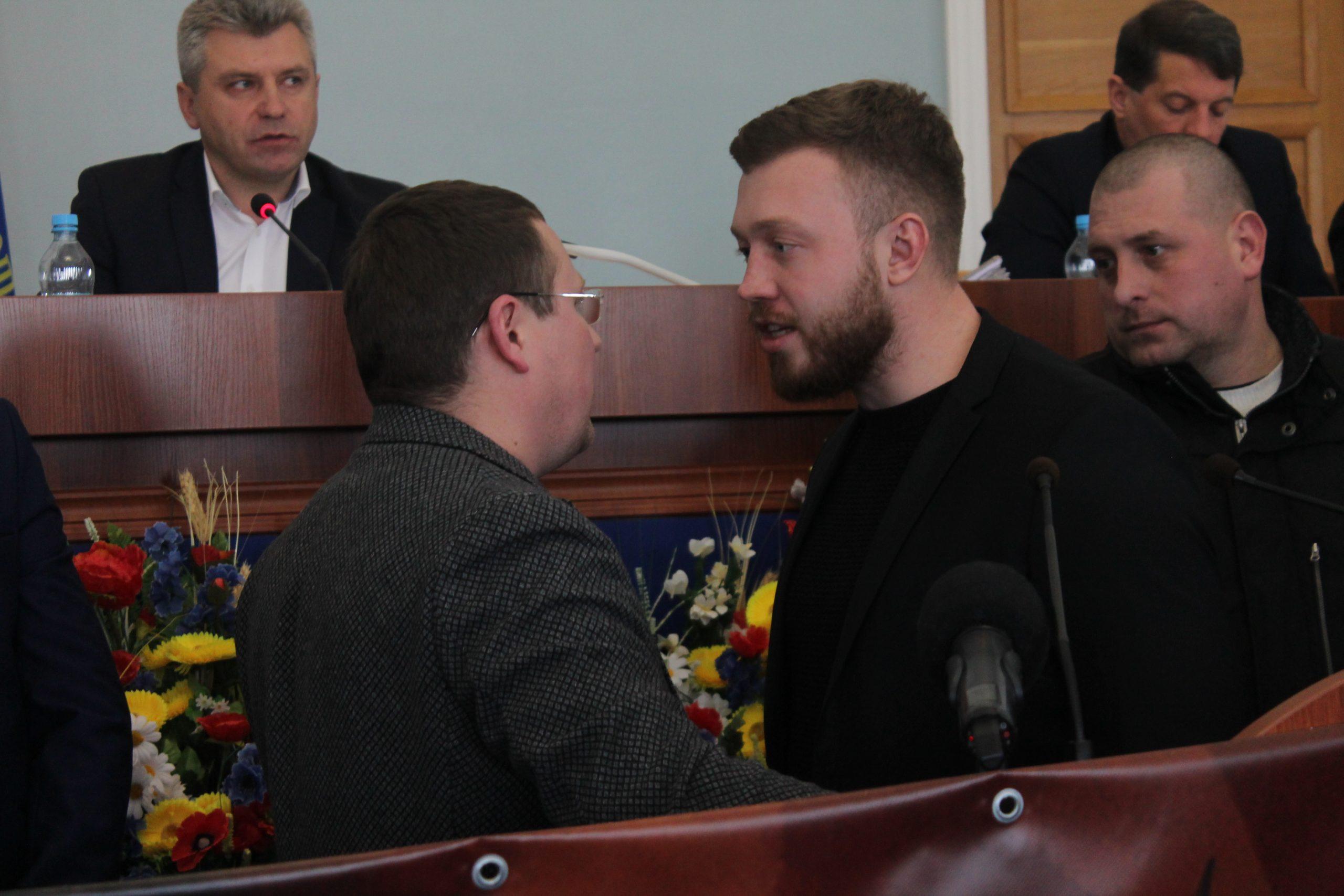 На сесії облради виникла сутичка між Нацкорпусом та депутатом від ОПЗЖ (ФОТО)