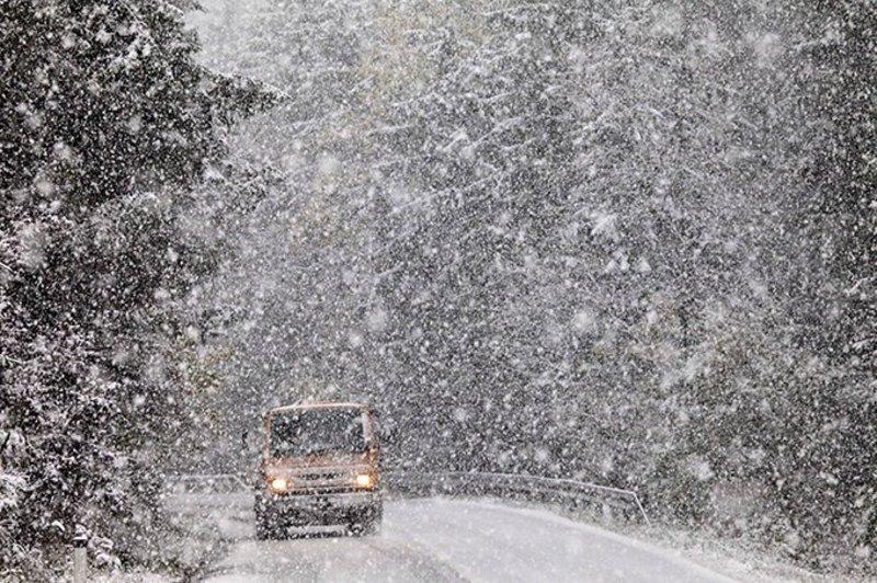 На Черкащині – сильний сніг, на дорогах ожеледиця