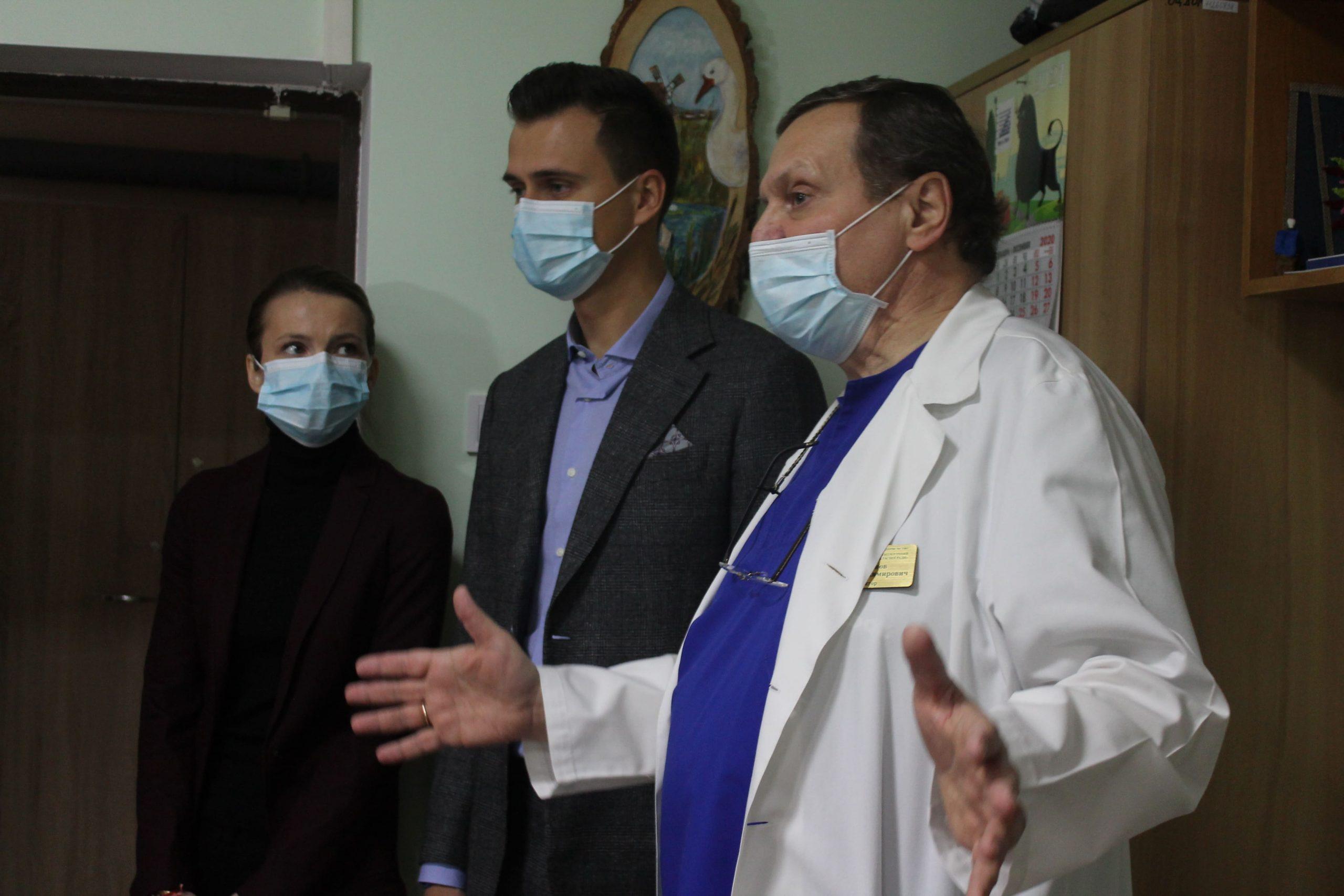 Голова ОДА з дружиною подарували театралізоване дійство онкохворим дітям (ФОТО)