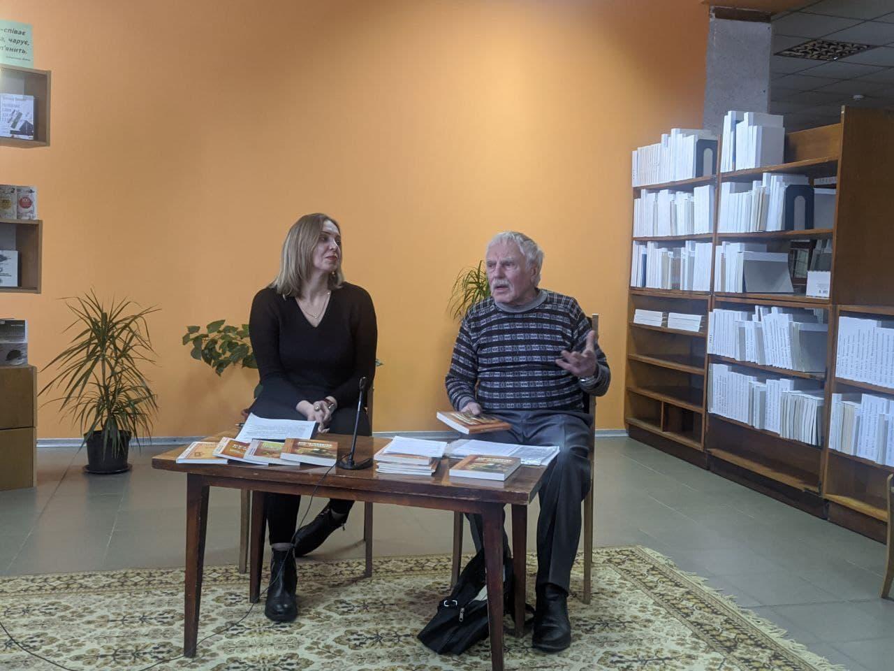 Черкаський письменник презентував нову серію видання «Вузлики на пам'ять»