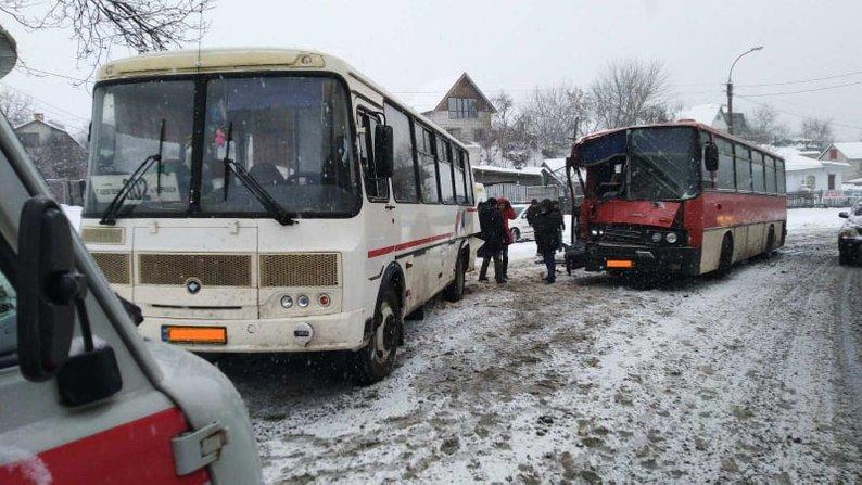 Поблизу Сміли в аварію втрапили два рейсові автобуси (ФОТО)