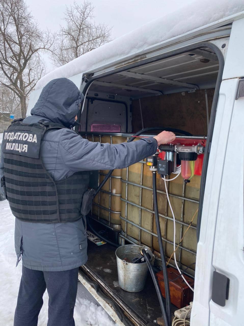 На Черкащині викрили чоловіка, який облаштував неліцензовану пересувну АЗС (ФОТО)