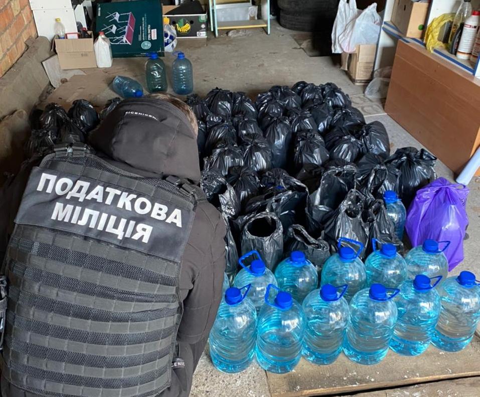 У Черкасах правоохоронці викрили торговця фальсифікатом