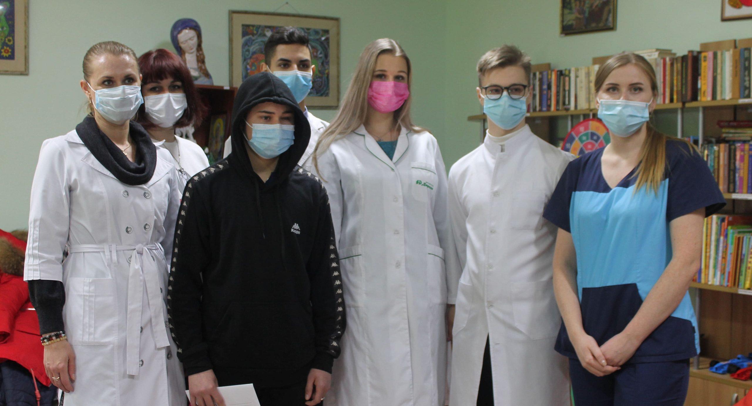 Студенти медакадемії зібрали кошти для онкохворого підлітка