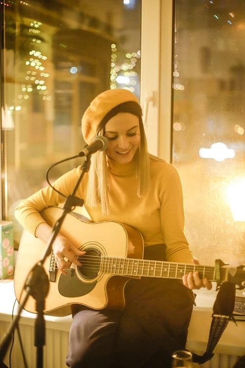 Черкаська виконавиця презентувала свою першу пісню