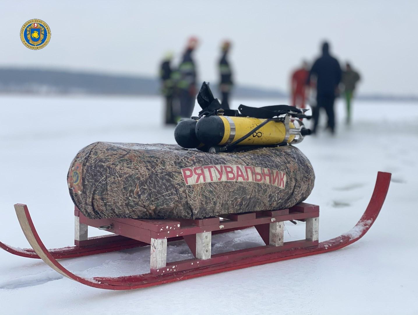 Рятувальники допомогли рибалкам дістатися берега на Чигиринщині