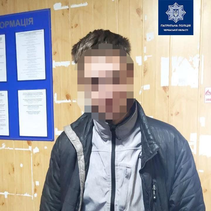 Чоловік, який порушив ПДР, виявився в розшуку