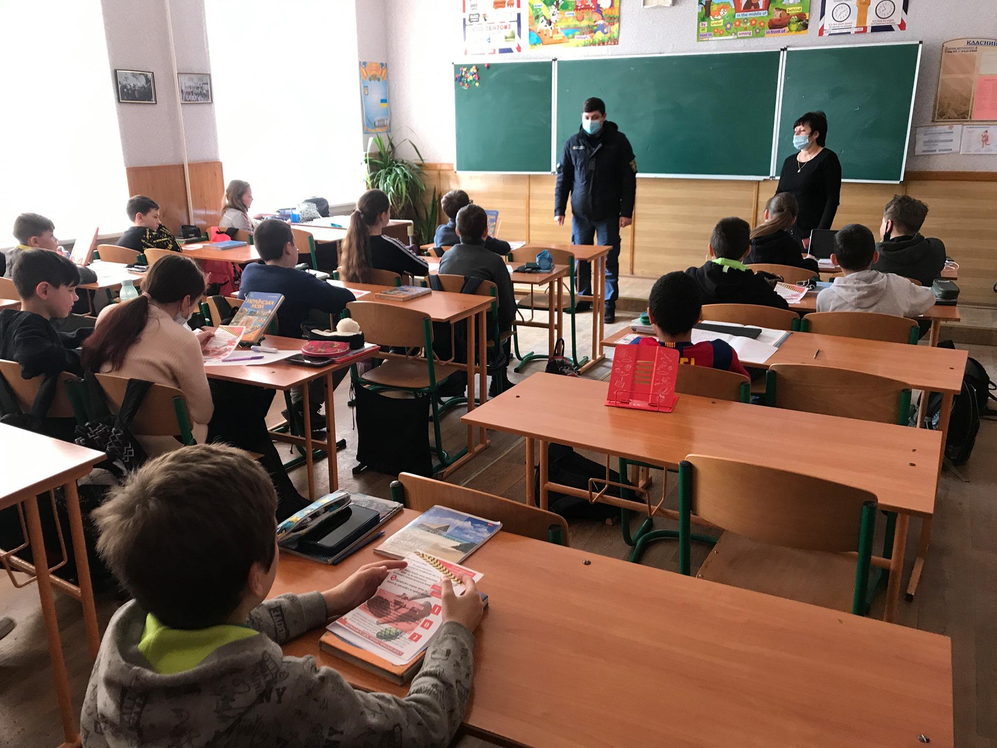 Кам'янські рятувальники провели для школярів урок безпеки