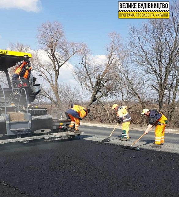 Біля Черкас ремонтують об'їзну дорогу